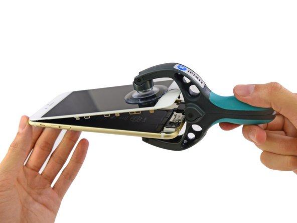 E' il momento di gloria di iSclack! Questo pratico dispositivo ci permette di staccare facilmente la parte con il display dal resto.