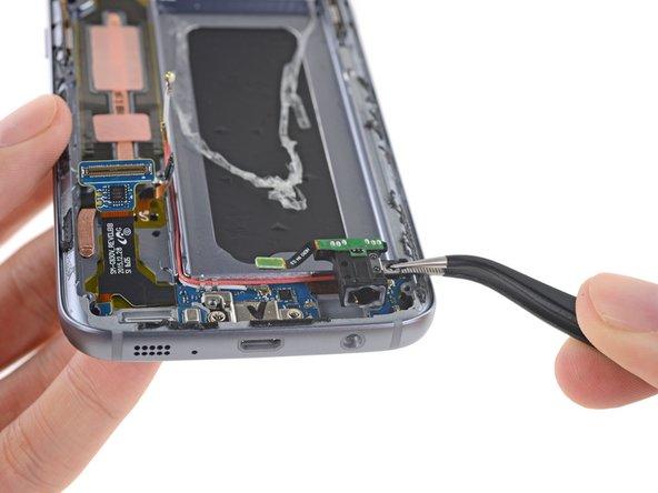 Next up is the S7's modular headphone jack.