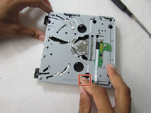Try to adjust the white plastic component found in the hole in the metal case. It should move freely, if not try to wiggle it until it does.