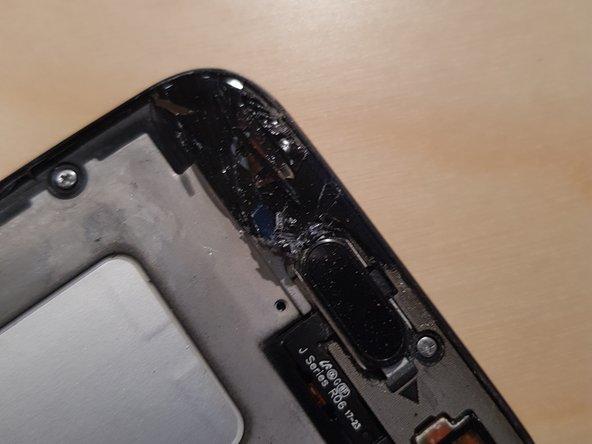 Reste des alten Displays gut entfernen und Gerät reinigen