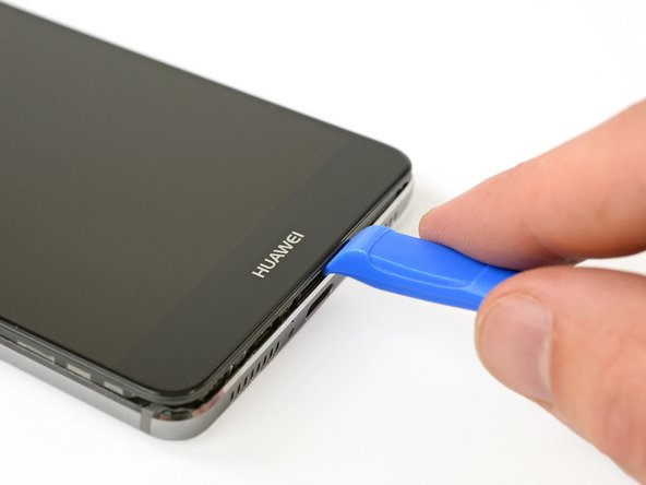 With the screws off, we take the biggest knife we can find an Opening Tool to pry open this phablet.