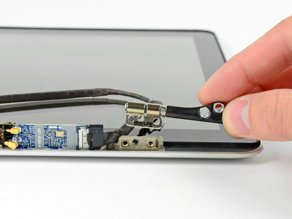 "MacBook Pro 13"" Unibody Mid 2009 Right Clutch Hinge Replacement"