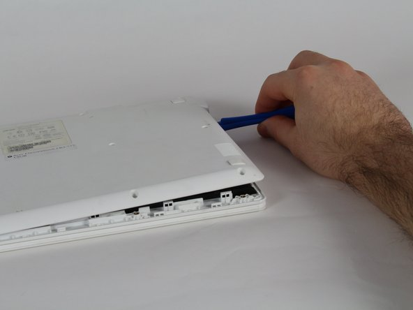 There is a wire connecting the two pieces of the laptop, from the inside, on the left, be careful not to damage it.