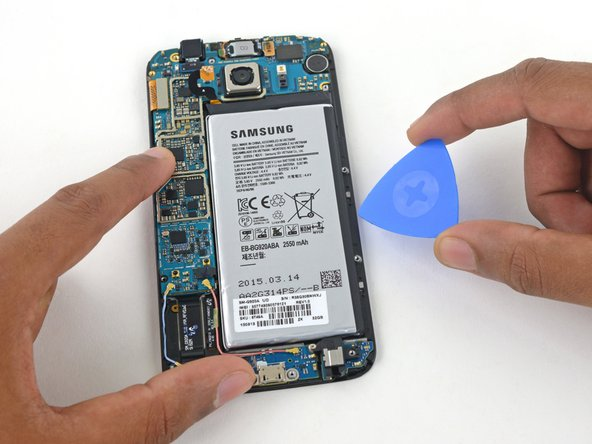 Insert a plastic opening pick between the case and the battery.