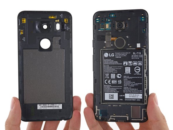 That wasn't so bad! Things are looking up for the 5X as we get our first glimpse at the interior of the phone.