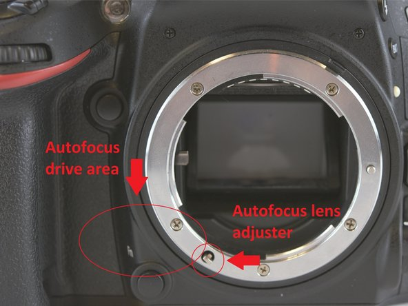 The focus motor is located in between the right hand grip and the lens socket and requires several parts to be replaced as a whole because it is unreachable.