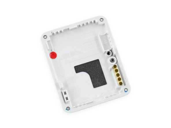 A small rubber gasket runs around the perimeter of the LG G, earning it the advertised IP67 rating.