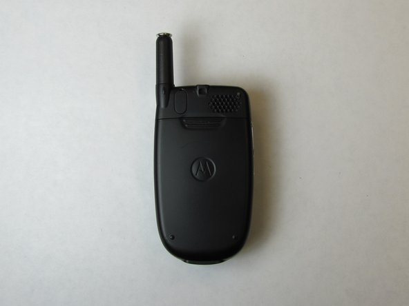 Position Motorola C290 so that the back of the phone is facing up.