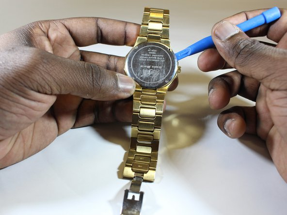 Remove the back cover of the watch using the opening tool.
