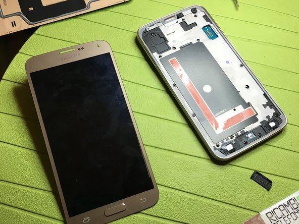 separare il display dal telefono e sostituite con il nuovo