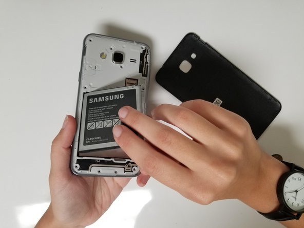 Remove the battery from the casing.