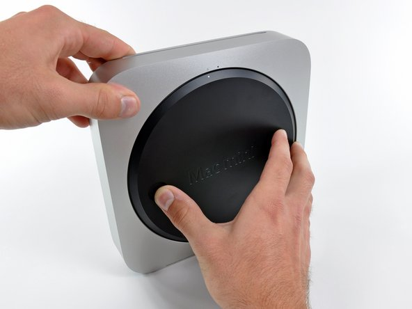 With a simple counter-clockwise twist, the black access plate can be removed for easy RAM and fan access.