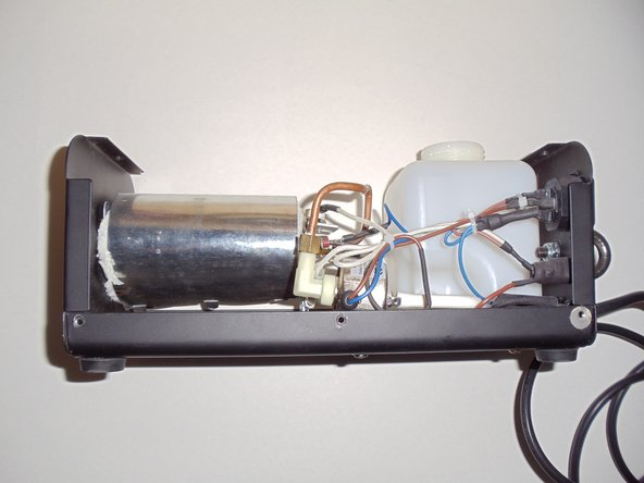 If the fog machine does not heat up, a fuse or another heating element could be malfunctioning.