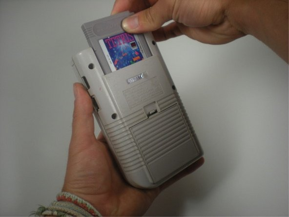 Apaga tu Game Boy y retira el cartucho.