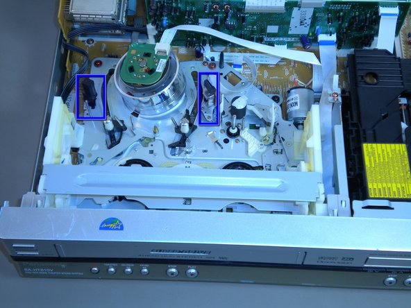 Before cleaning the VCR heads, be sure that the front of the device is facing you with the top cover removed.