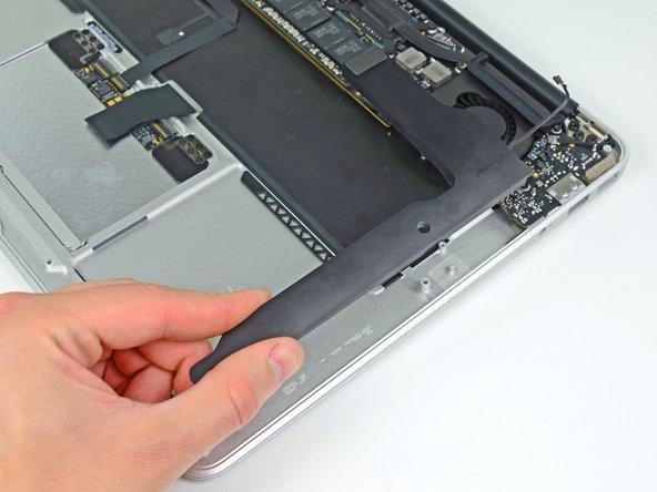 """MacBook Air 13"""" Mitte 2011 linken Lautsprecher austauschen"""