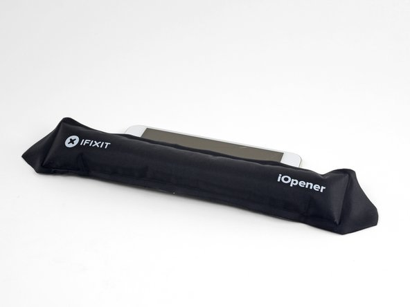 Heat an iOpener and apply it to the right edge of the phone for two minutes.