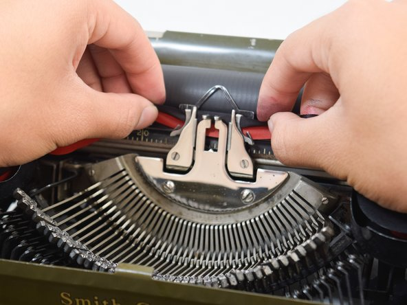 Thread the ribbon into the ribbon vibrator.