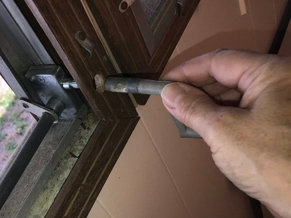 Remove the crank handle by pulling it straight out.