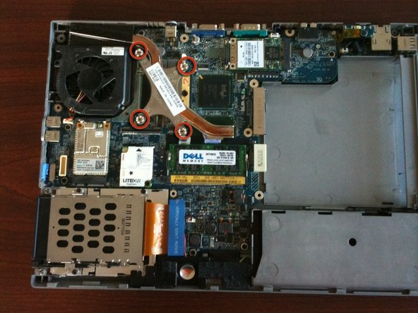 With a Phillips screwdriver, remove the 4 screws on the heatsink, in order of the numbers of the metal.