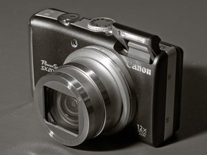 Disassembling Canon PowerShot SX200 IS