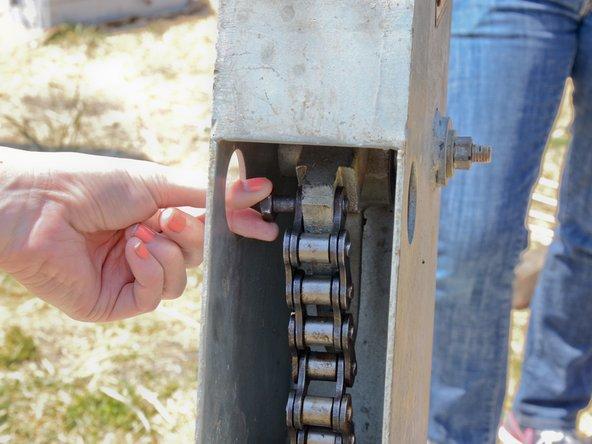Remove the chain bolt.