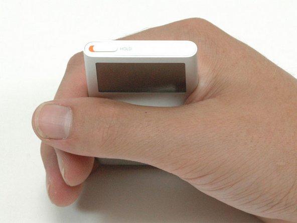 iPodを開口する前に、ホールドスイッチがロックされていることを確認します。