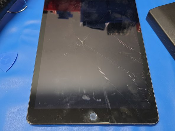 iPad 7 Cracked Digitizer Replacement