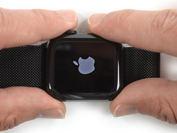 Zorg dat je je horloge van de oplader af haalt en uitschakelt voordat je met enige reparatie begint.
