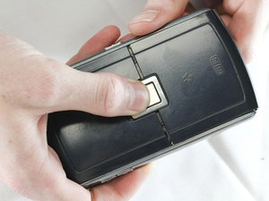 Disassembling BlackBerry 8820 Outer Casing
