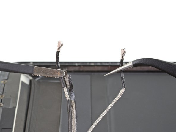 iPad Air 3 Antenna Cables Disconnection