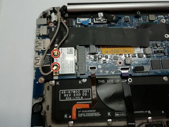 Nous avons retiré la batterie pour éviter les chocs électriques.