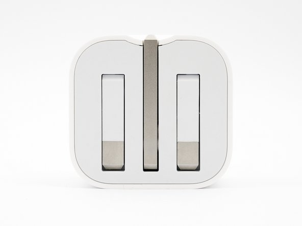 Released with the Apple Watch in the UK / HK, the new folding plug has pins that fold completely flush for travel.