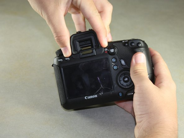 Remove the viewfinder cover by pinching the sides and sliding it upward.