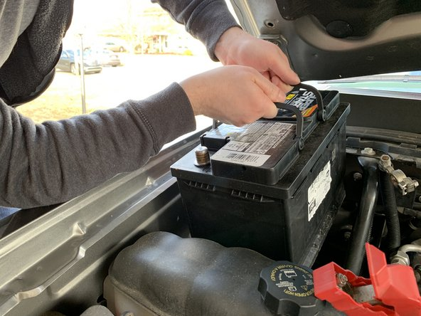 2007-2013 Chevrolet Silverado Battery Replacement