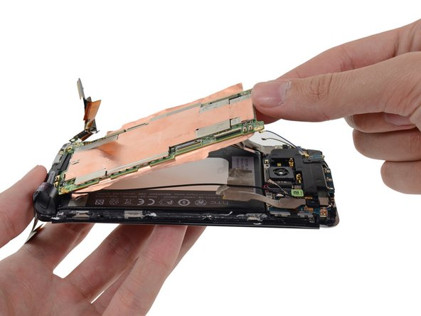 The motherboard of the HTC One is pretty much encapsulated within copper shielding. Two flat pieces of copper adorn each side of the motherboard.