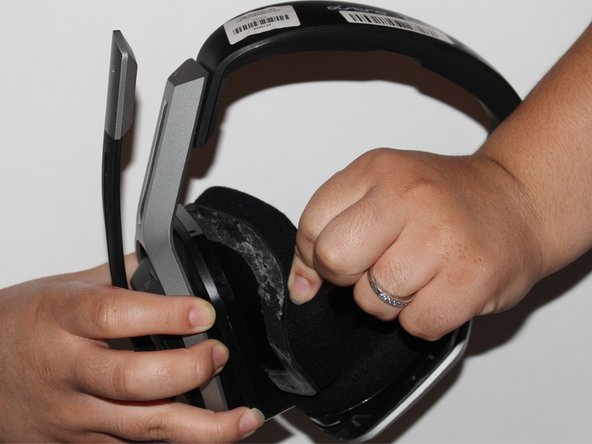 Remove the ear cushion from the headset.