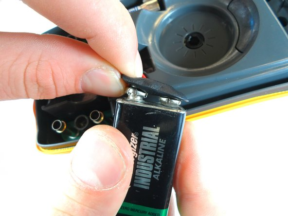 Only pull on the metal snaps and battery. Pulling the cords may damage them.