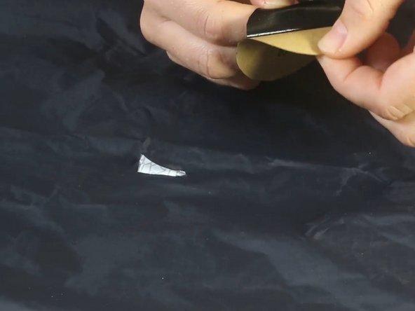 Wie kann ich einen Riss an meiner Regenjacke/-hose flicken?