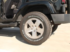 Changing a Tire on the 2007-2012 Jeep Wrangler