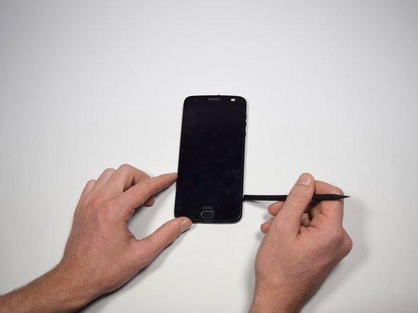 Disponi il telefono su una superficie piatta con lo schermo rivolto verso l'alto.