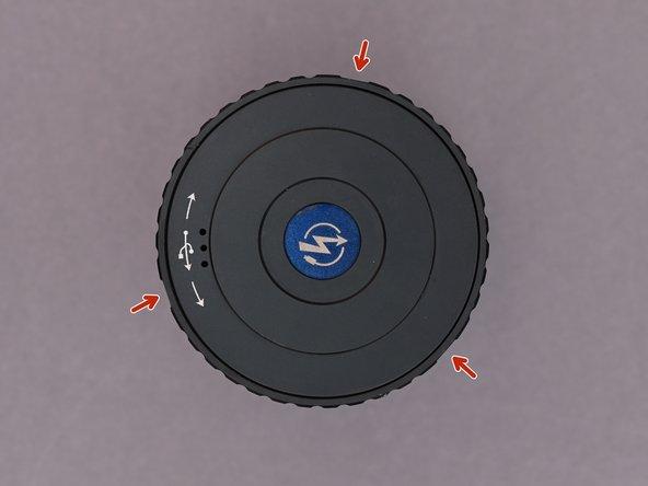Die drei Madenschrauben an der Seite lassen sich mit einem Inbusschlüssel (H0.9) lösen.
