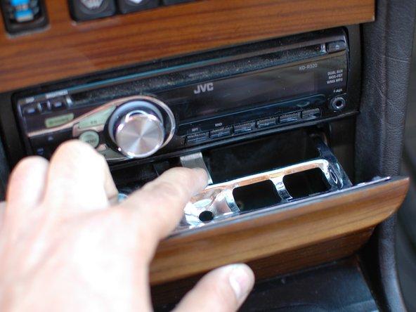 Mercedes W123 reemplazo del cenicero