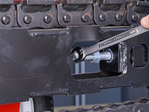 How to Tension the Barreto Trencher E718MTH4S 2016 Chain