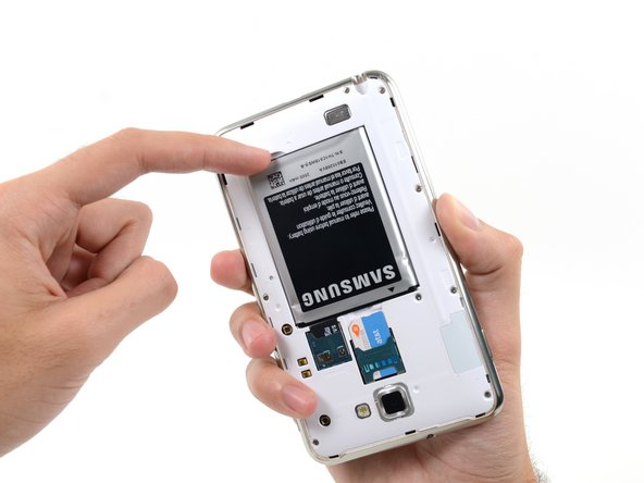 Insert your finger in the notch of the battery compartment.
