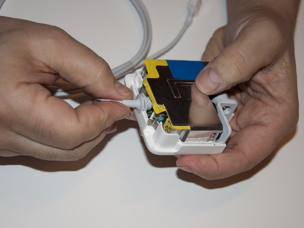 Place the cable grommet in the proper position in the casing.