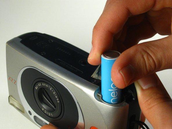 Da qui, è sufficiente inserire una nuova batteria al litio CR123A.