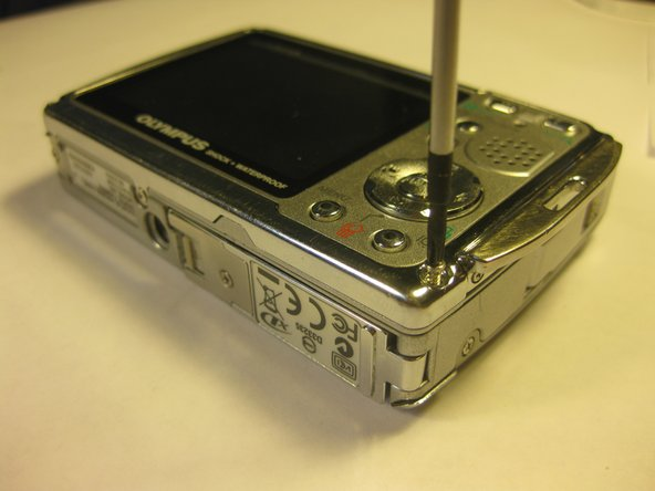 Disassembling Olympus Stylus 725 SW Back Panel