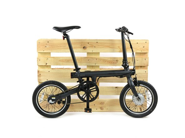 For those of you not familiar with foldable electric bikes, here's another, the classic, yet analogue Brompton folding bicycle,  for comparison. (It's a bit more macro than our usual comparisons.)