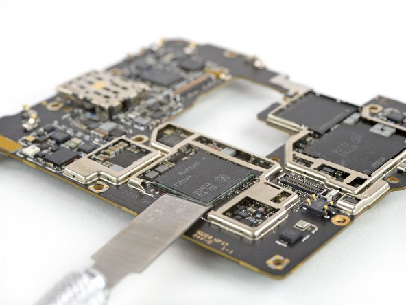 Notably absent from our initial chip findings is the Balong 5000, HiSilicon's multi-mode networking chipset that is supposed to be the powerhouse of this 5G cell.